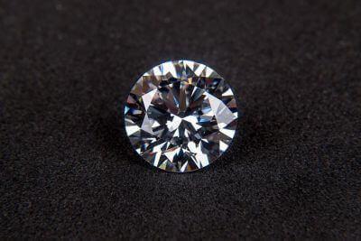 3ac0e411a2a Comment reconnaitre un vrai diamant sur une bague ou un bijou
